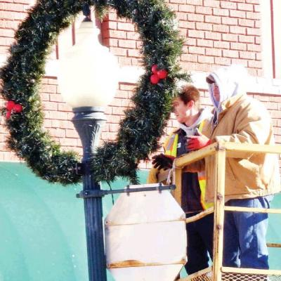 Streets prepared for holiday season