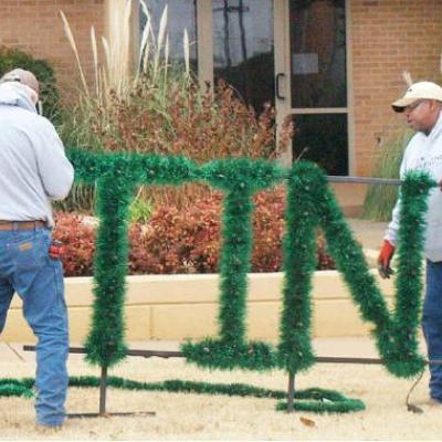 City Hall gets ready for holidays