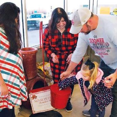 Volunteers, donors make spirits bright for the Mission House