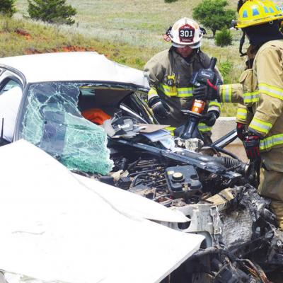 Occupants pinned in wreck