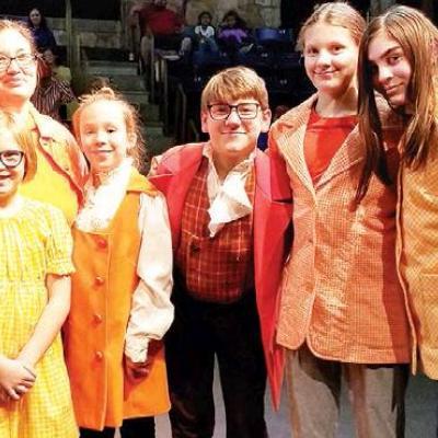 'Orange' family of actors rehearse