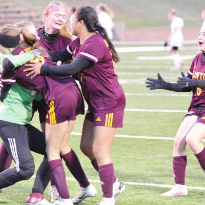 Lady Reds beat Cache in thriller