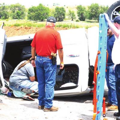 Head-on wreck injures 2