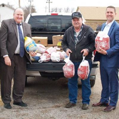 Firm donates turkeys