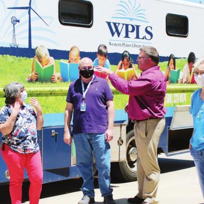 WPLS bookmobile hosts delegation